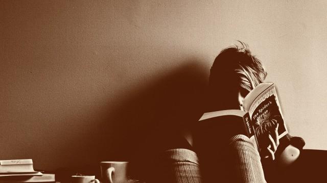 women-reading